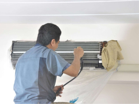Air conditioner maintenance in Leeds